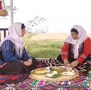 نشسته غذا خوردن